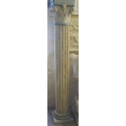 LV 110 Colonna corinzia con capitello corinzio h. cm. 295, largh. cm. 35, diam. cm. 25
