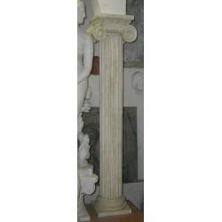 LV 111 Colonna corinzia con capitello ionico h. cm. 285, largh. cm. 35, diam. cm. 25